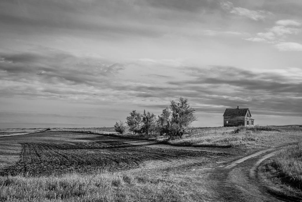Old House on the Prairie | Nikon D200, Nikon 18-200mm